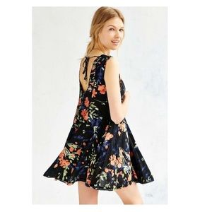 Ecote ✨ UO tie back trapeze dress in blue floral